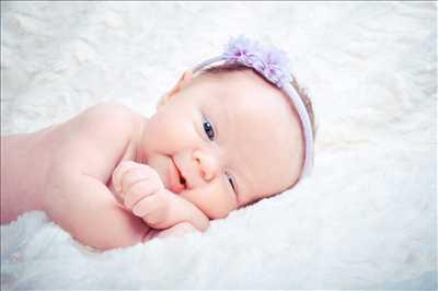 Shooting photo effectué par le photographe Julie à Annecy : photographie de nouveau né