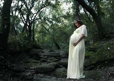 Shooting photo effectué par le photographe Coraline à Frejus : photographie de grossesse