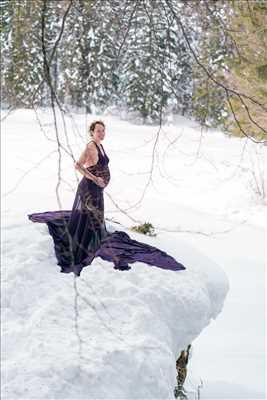 Shooting photo réalisé par Mona intervenant à Chamonix-mont-blanc : photo de grossesse